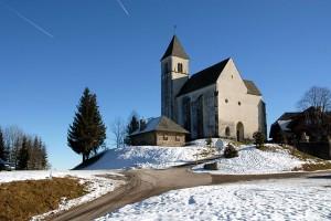 640px-Magdalensberg_Gipfelkirche_Westansicht_20122007_02